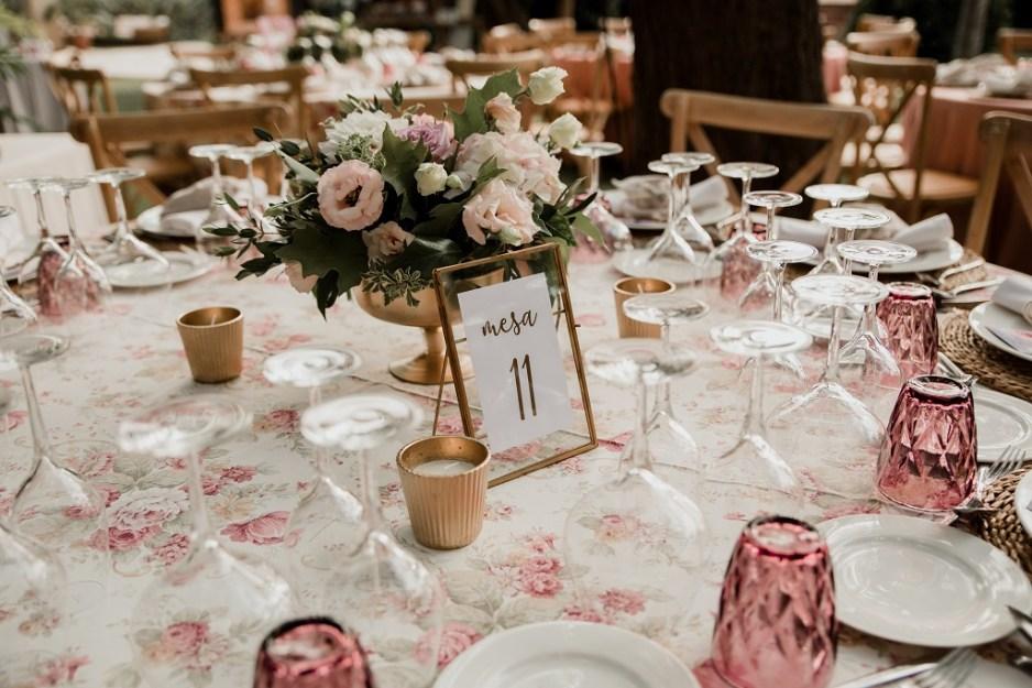 Decoración mesa romántica vintage