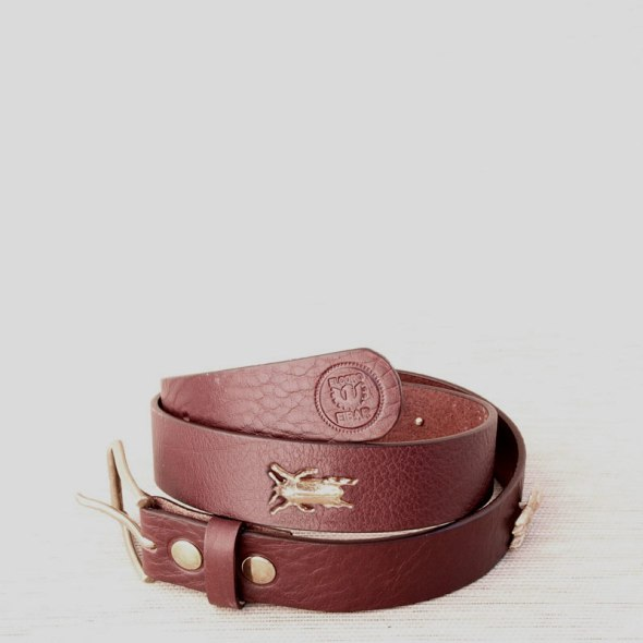 Cinturón marrón escarabajos