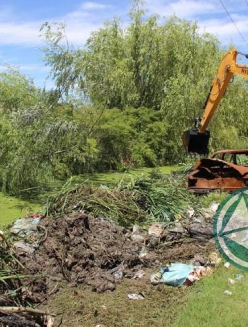 Limpieza de arroyos y zanjones en el barrio El Molino de Ensenada 1