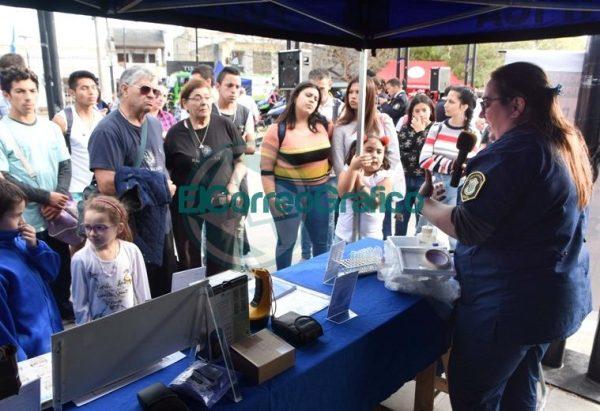 La Policía Bonaerense presentó su Muestra Itinerante en Berisso 4