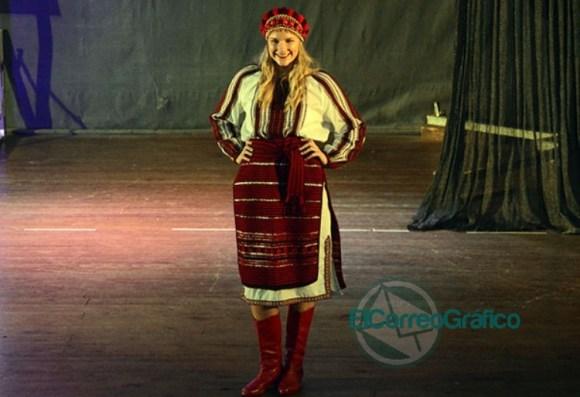 Se presentaron las 20 Representantes Culturales de la Colectividades 16