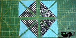 Hacemos un corte en la diagonal de cada uno de los cuadrados