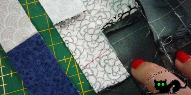 Primero igualas la marca de la tira nueva que vas a coser