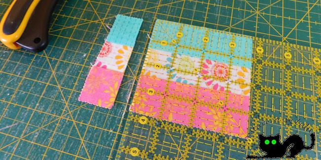 Corta el sobrante de tela para formar el cuadrado