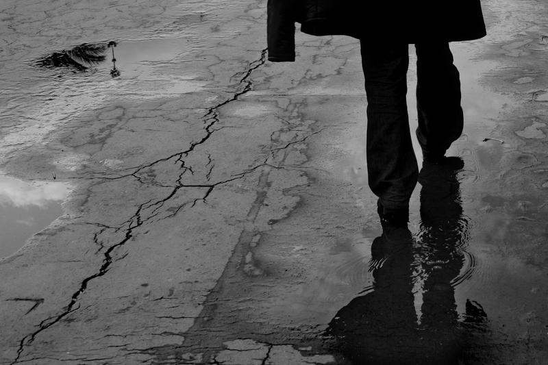 hombre-se-va-caminando1