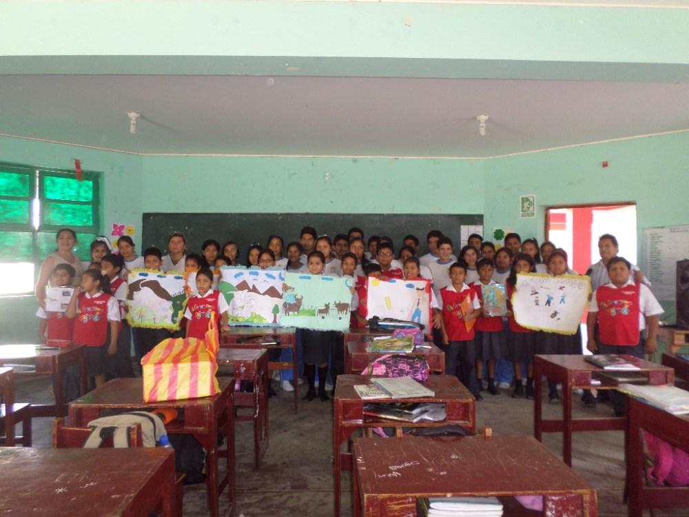 Niños intercambian y comparten sus cartas: Alumnos de primaria visitan a secundaria (3/6)