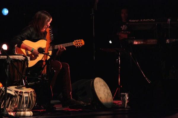 Saúl Ledesma, multiinstrumentista de Radaid / Foto: Carlos A. Narvaez