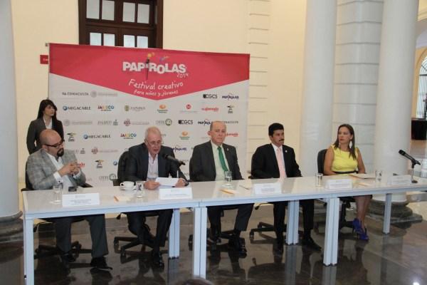 Directivos de la Universidad de Guadalajara durante la rueda de prensa de Papirolas 2014.