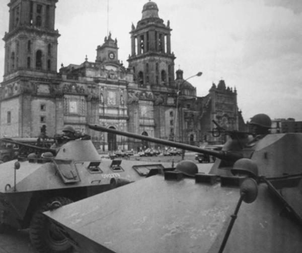 Ejército en el Zócalo 68