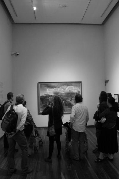 La exposición cuenta con 34 pinturas, 27 dibujos, 11 fotografías y tres documentos bibliográficos, procedentes de museos y colecciones privadas.