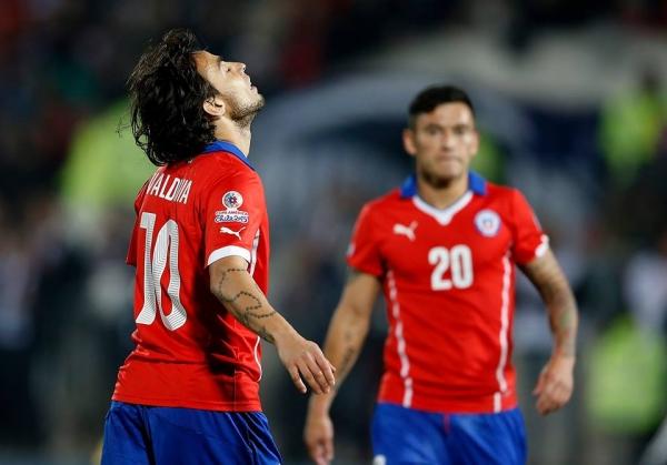 El Mago Valdivía se lamenta durante el partido contra Uruguay. Foto: Conmebol.