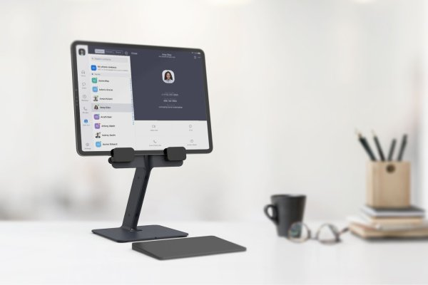 H620-bg-iPad-Desk-Stand-trackpad_1344x928