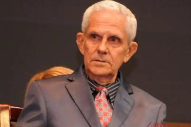 Resultado de imagen para periodista y escritor Santiago Estrella Veloz
