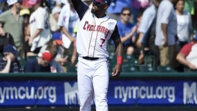 New York Mets' Jose Reyes acknowledges the cheers of the fans before a minor league baseball game with the Brooklyn Cyclones against the Hudson Valley Renegades, Sunday, June 26, 2016, in New York. Reyes, signed a minor league contract with the on Saturday. (AP Photo/Kathy Kmonicek)