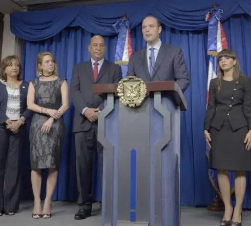 Rueda de prensa de medio Ambiente e industria y comercio,en el palacio nacional/foto Jose de Leon