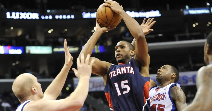 Atlanta Hawks center Al Horford (15) shoots through the double coverage of Los Angeles Clippers center Chris Kaman, left, and guard Rasual Butler (45) in the second half of an NBA basketball game, Wednesday, Feb. 17, 2010, in Los Angeles. The Hawks won 110-92. (AP Photo/Gus Ruelas)