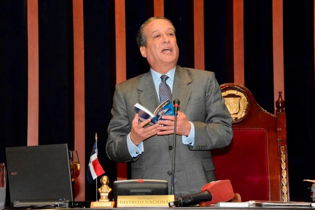Horas antes de la sesión, el presidente del Senado se reúne con Danilo Medina en Palacio