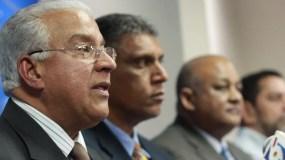 Andrés Bautista junto a otros dirigentes del PRM. Foto de archivo.