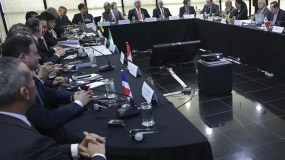 El Procurador General de Brasil, Rodrigo Janot, se reúne con colegas de diez países latinoamericanos en la Procuraduría General de la Nación, en Brasilia. Los fiscales de países atrapados en el gigantesco escándalo de sobornos en el conglomerado brasileño de construcción Odebrecht celebran una conferencia. AP