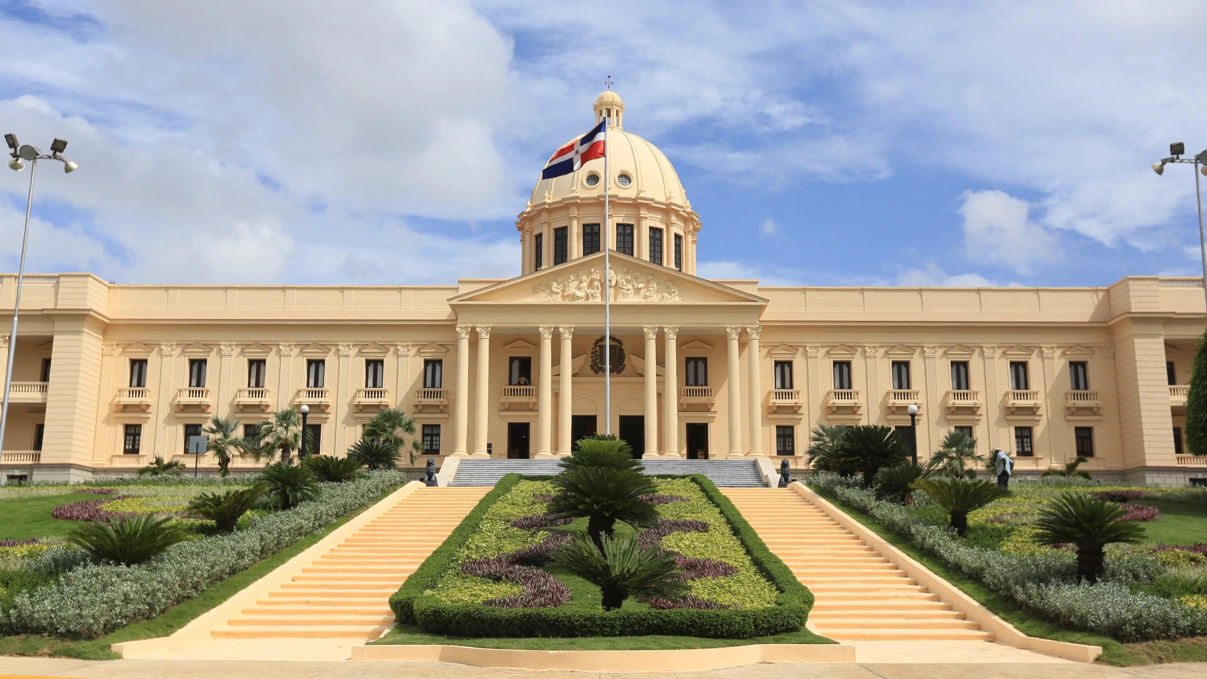 Nuevo ministro del MICM ha desempeñado cargos relevantes en el gobierno