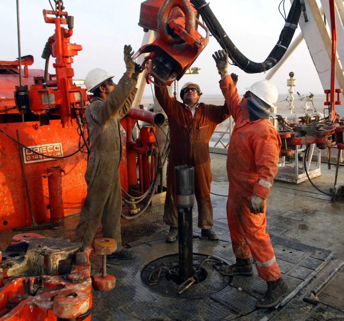 Países de la OPEP revisan pacto petrolero en Kuwait