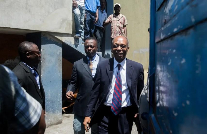 El ex presidente haitiano, Jean-Bertrand Aristide, respondió como testigo de un juez que está investigando un caso de lavado de dinero. AFP