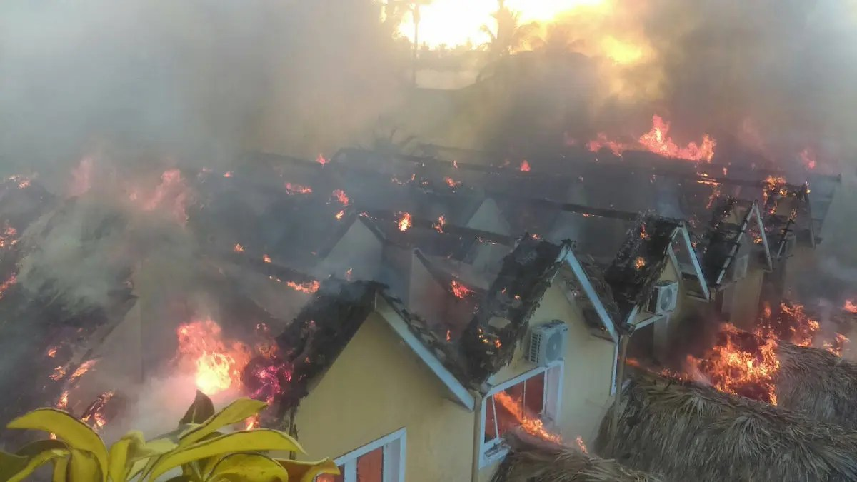 Se incendia en la Romana el Hotel de playa Dominicus Bayahibe