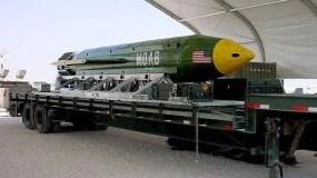 """La llamada """"madre de todas las bombas"""" mide cerca de 9 metros y tiene una fuerza equivalente a 11 toneladas de TNT."""