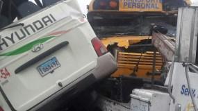 Los vehículos accidentados son el autobús international, placa I-067863 y minibús Hyundai, placa I060492.