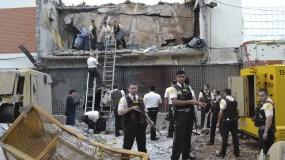 Los asaltantes incendiaron 19 vehículos particulares, entre ellos varios de la firma española Prosegur, desde los cuales repelieron a los efectivos policiales que fueron llegando a la sede de la empresa. AP