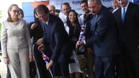 El presidente Medina da el primer picazo del residencial .