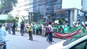 activistas-levantaron-pancartas-en-reclamo-de-salida-de-la-constructora