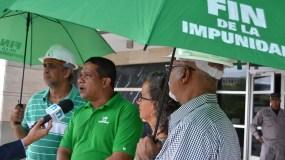 Carlos Pimentel  y otros miembros del movimiento. Foto de archivo.