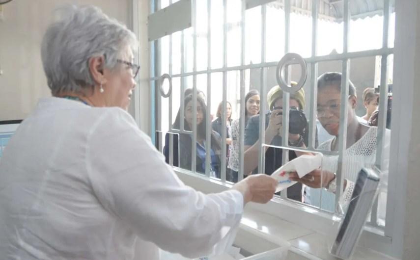 La ministra de Salud, Altagracia Guzmán, encabezó el lanzamiento del programa de los condones.