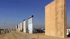Esta fotografía muestra varios prototipos del muro fronterizo en San Diego. (AP)
