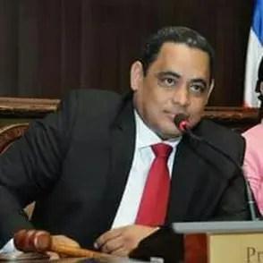 """Diputado del PRM: """"obedezco la línea del partido porque estoy obligado, pero mi corazón me dice que la desobedezca"""""""