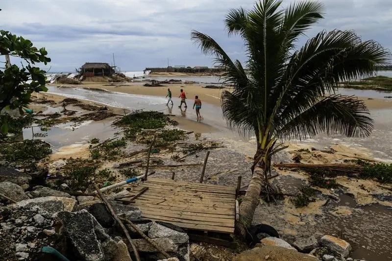 El SMN estableció una zona de vigilancia desde Manzanillo, estado de Colima, hasta Cabo Corrientes, Jalisco, en el occidente del país.