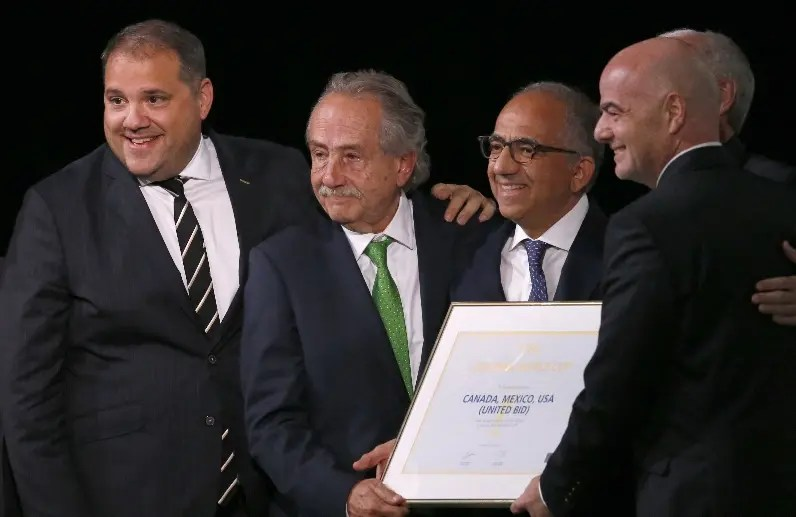 Delegación de Canadá, México y EE. UU. celebran por   sede.