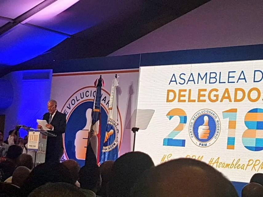 Andrés Bautista durante su discurso en la asamblea.