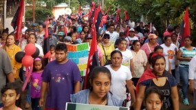 Sandinistas marchan en apoyo al presidente  Daniel Ortega.