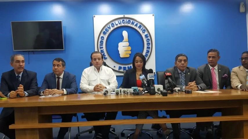 Faride Raful habló en rueda de prensa junto a directivos del PRM.