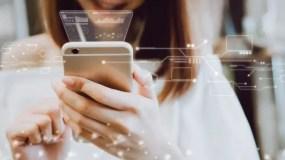 Tu teléfono puede convertirse fácilmente en una computadora de escritorio para ver videos en un monitor más grande o trabajar con ciertas aplicaciones.