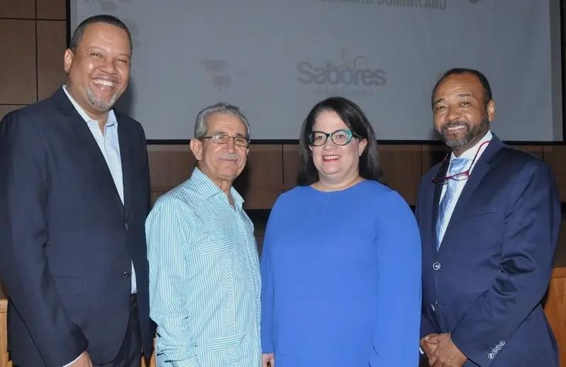 Juan Febles, Bolívar Troncoso, Gloria Alina Valdés y Luis Marino López, durante la presentación.