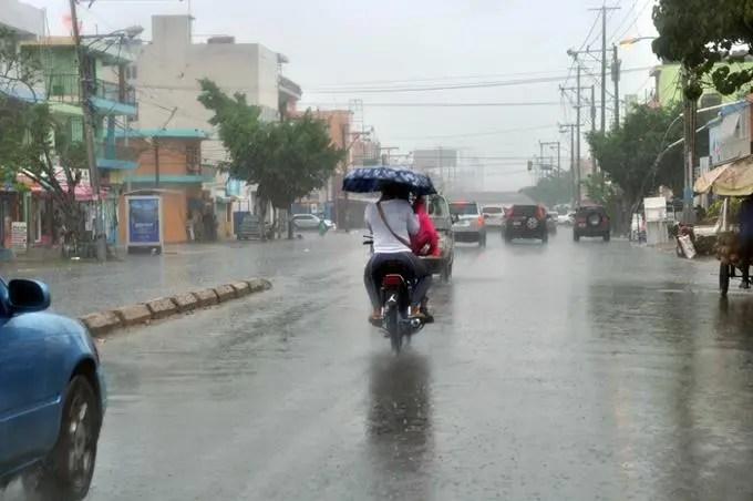 COE: Lluvias dejan un muerto, 40 viviendas anegadas y una comunidad incomunicada