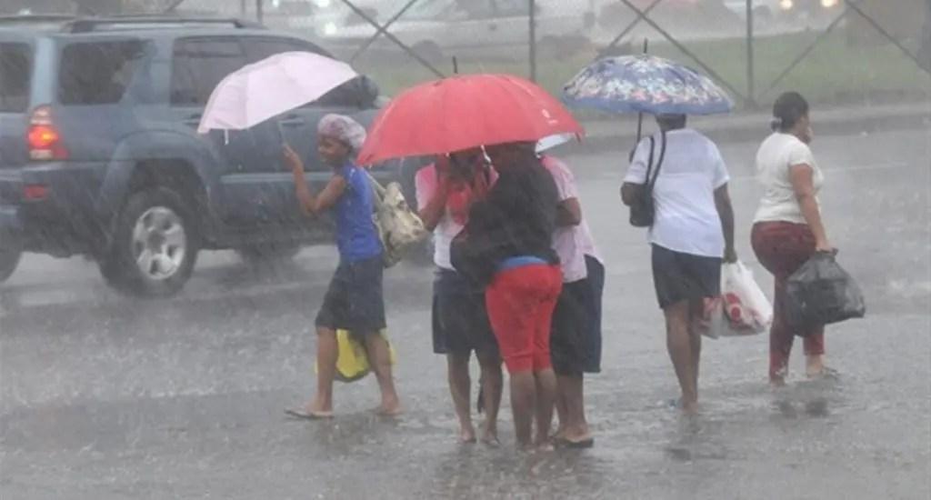 Meteorología: Onda tropical continuará provocando aguaceros este jueves