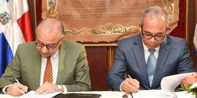 Manuel Rocha y Rubén Bichara firmaron el contrato.
