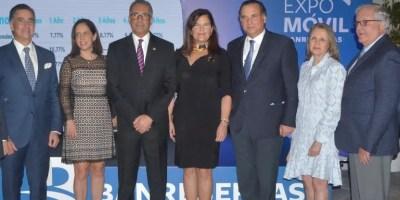 Simón Lizardo junto a ejecutivos y concesionarios. Ana Mármol