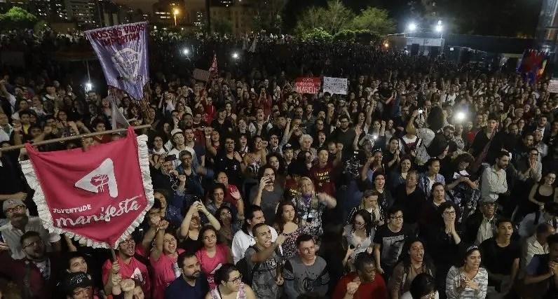Los participantes  se oponen  al candidato  Jair Bolsonaro.