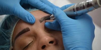 La micropigmentadora  de cejas es un procedimiento seguro  que se  realiza en una hora y media, incluyendo  evaluación.