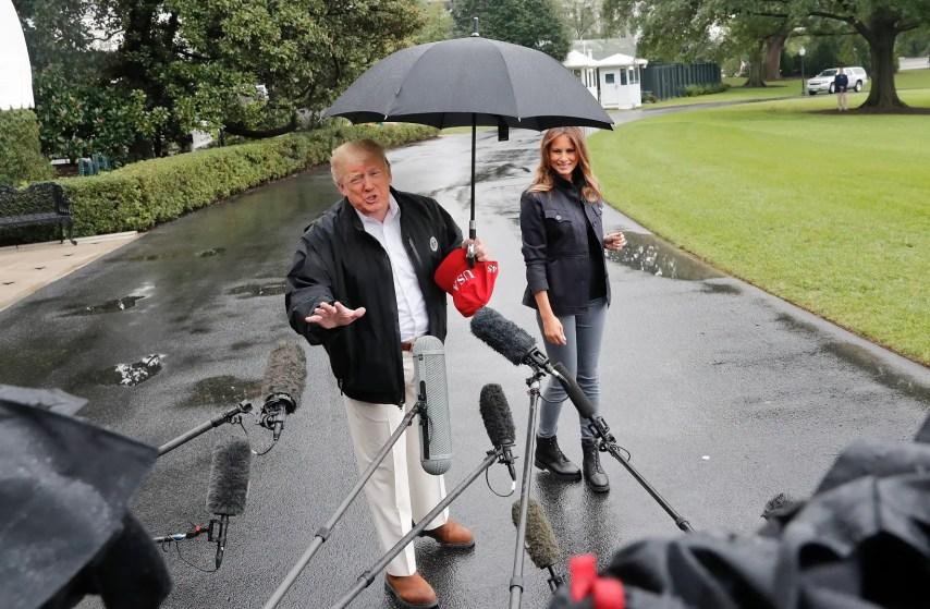 Donald Trump y Melania Trump antes de partir a Florida, el 15 de octubre de 2018.